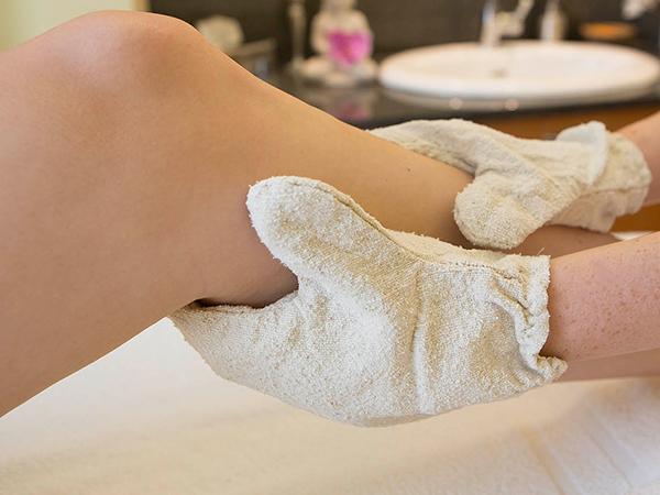 Ayurvedische Seidenhandschuhmassage